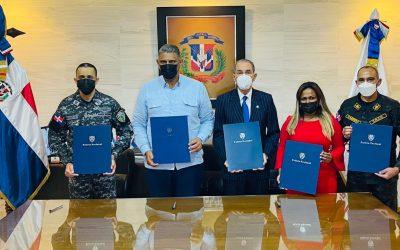 Firman convenios para especializar agencias de investigación de la Policía en análisis, investigación criminal y ciberseguridad
