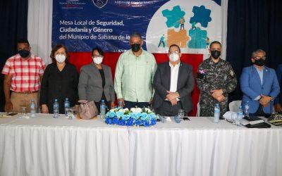 Ministro de Interior y Policía sostiene encuentro con Mesa de Seguridad, Ciudadanía y Género del municipio Sabana de la Mar