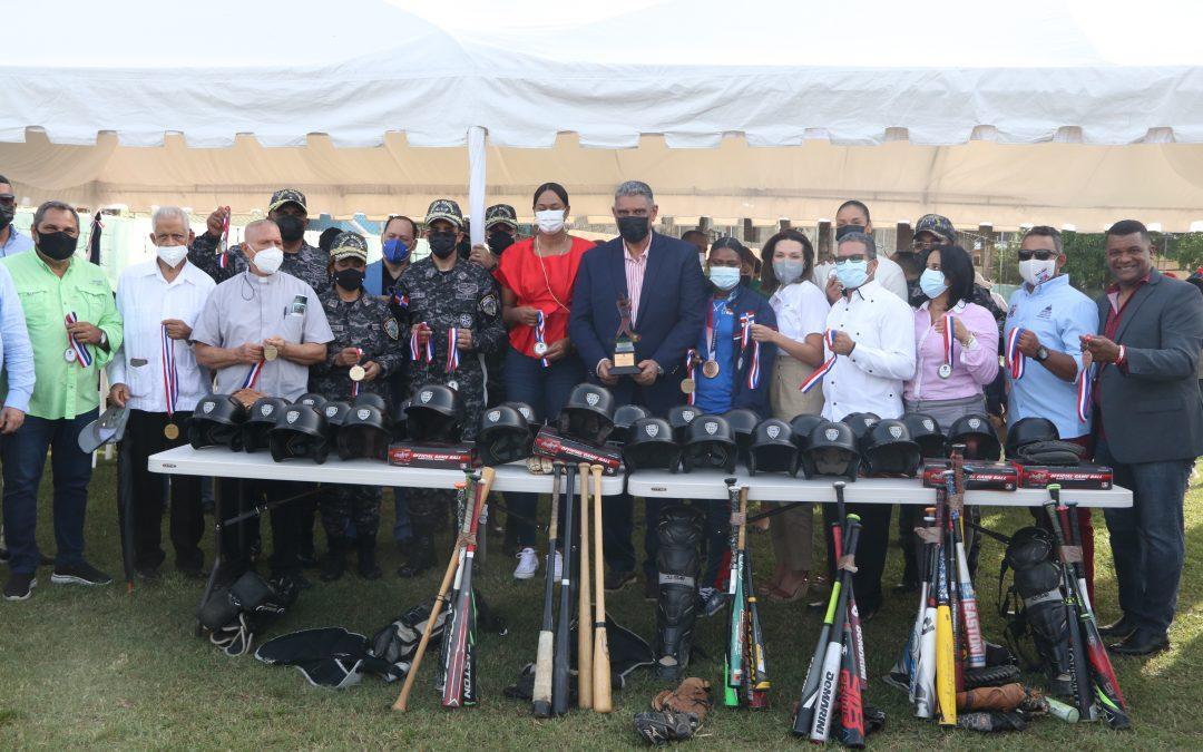 """Interior y Policía inaugura torneo béisbol en Cristo Rey como parte de la Estrategia Integral de Seguridad Ciudadana """"Mi País Seguro"""""""